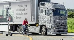 ترمز نقطه کور کامیون بنز