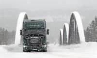 رانندگی کامیون در فصل زمستان